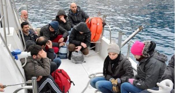 """Grecia: """"El guardacostas nos golpeaba para tirarnos de nuevo al mar"""""""