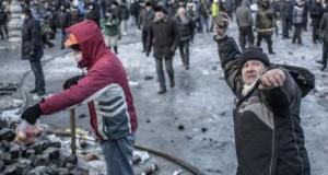 """""""Οι πολιτικοί όφειλαν να υπακούσουν το πλήθος"""": Συνέντευξη για τις διαδηλώσεις στο Κίεβο"""